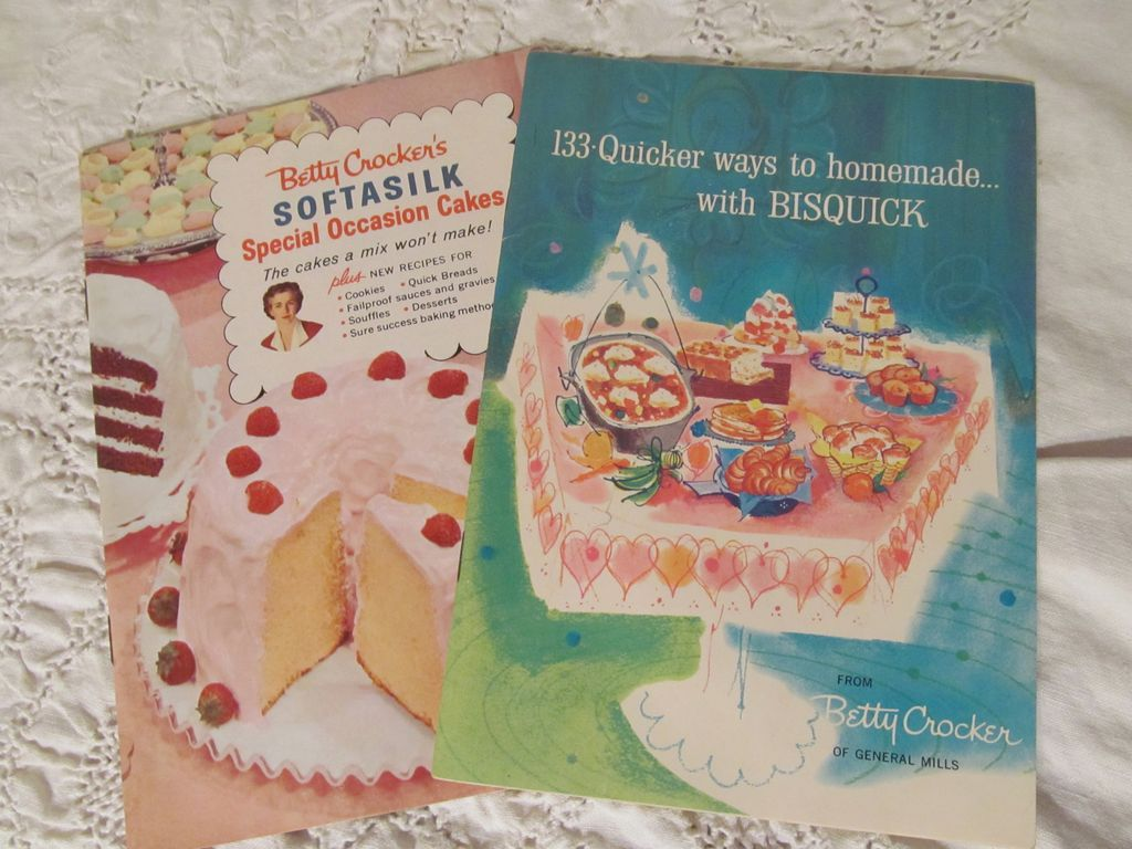 1950's Betty Crocker Cook Books,Softasilk Special Occasion Cakes, Homemade with Bisquick