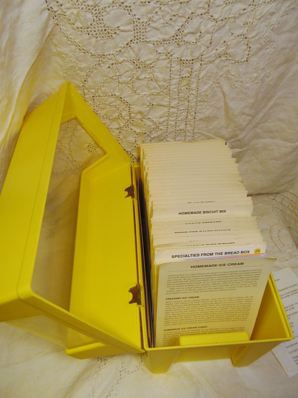 1979 Better Homes Garden Recipe Card Library from prairieland on