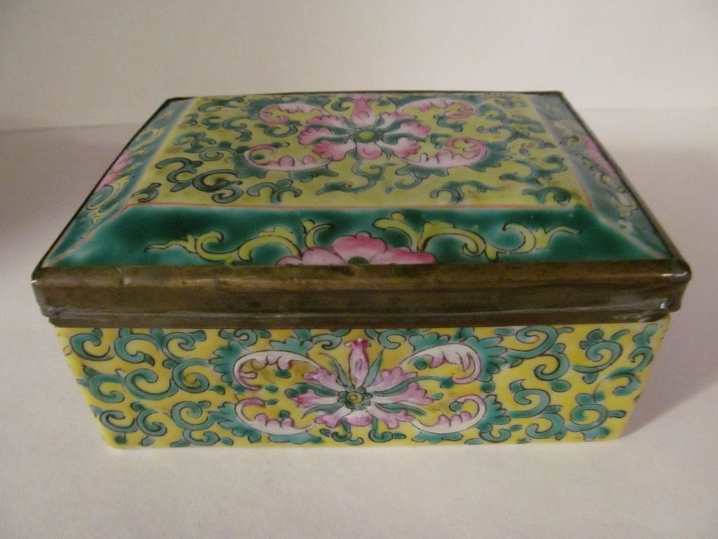 Pretty Chinese Enameled Covered Box