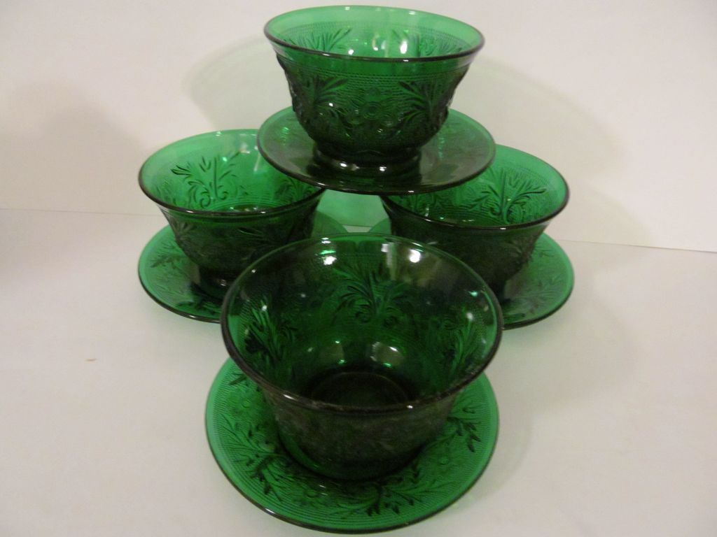 4 Hocking Sandwich Forest Green Custards, Liners Saucers