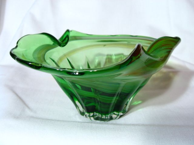 Rainbow Glass West Virginia Scalloped & Pinched Swirl Bowl