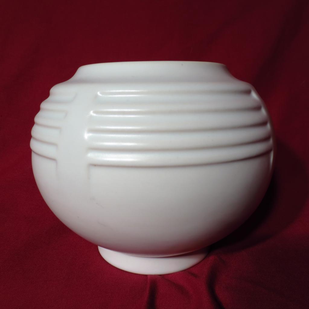 Roseville Art Deco Ivory II Ball Vase - 238-5