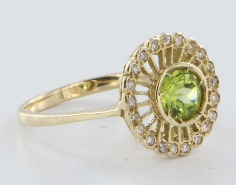 Item ID: 13981 Vintage Peridot Cocktail In Shop Backroom