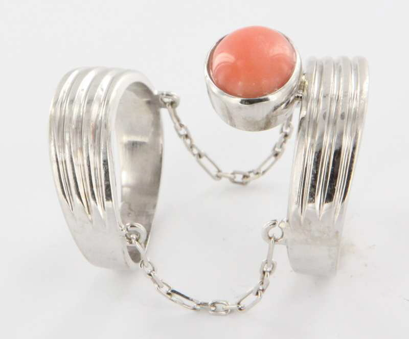 Vintage 14 Karat White Gold Coral Two Band Chain Cocktail Ring Fine Jewelry