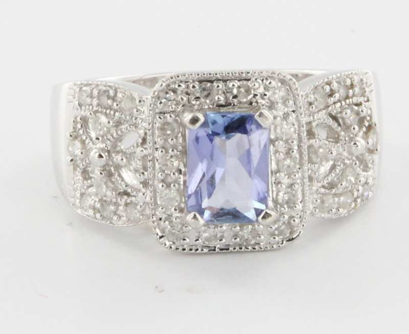 Estate 14 Karat White Gold Tanzanite Diamond Cocktail Ring Fine Jewelry Sz 7