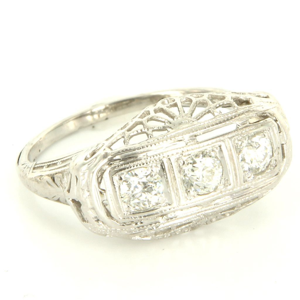 Vintage Art Deco 18 Karat White Gold Diamond Filigree Cocktail Ring Fine Jewelry