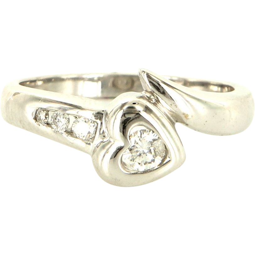 Estate 14 Karat White Gold Diamond Heart Ring Fine Jewelry Pre-Owned