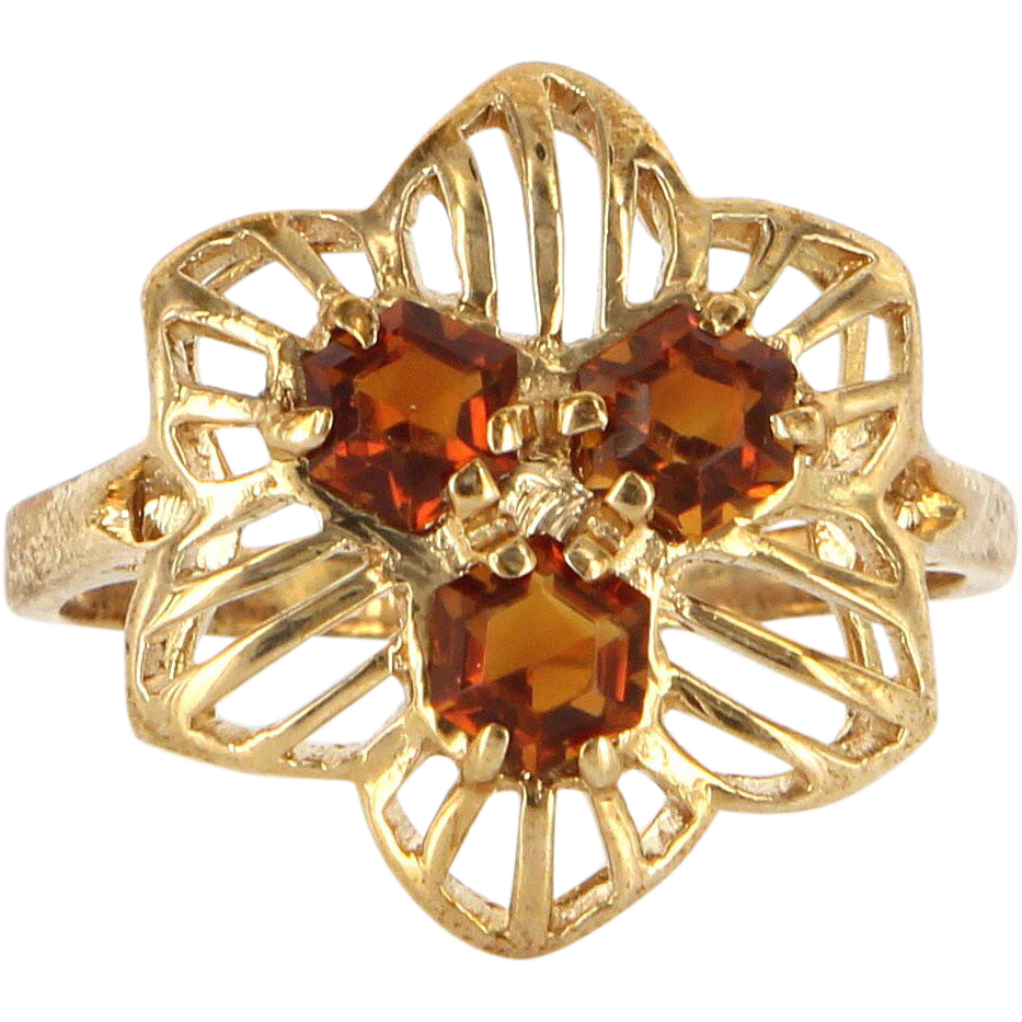Vintage 10 Karat Yellow Gold Unique Hexagonal Cut Garnet Cocktail Ring Estate