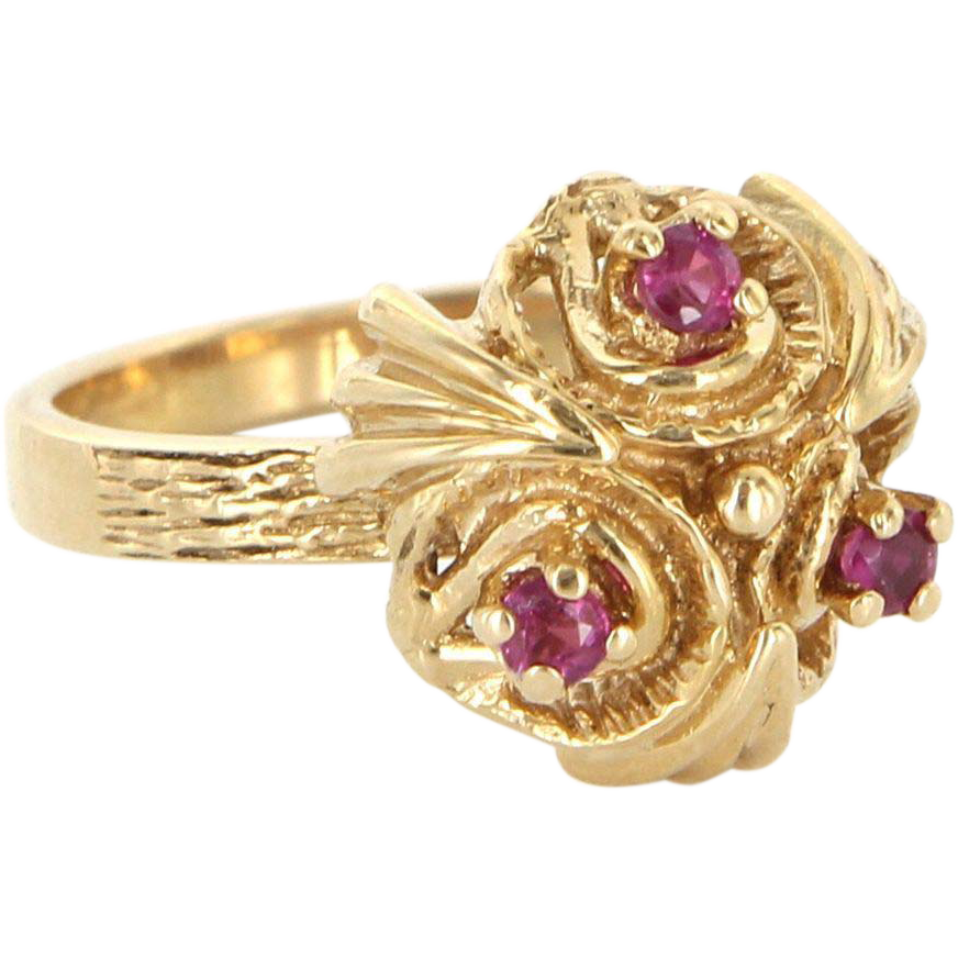 Vintage 14 Karat Yellow Gold Ruby Dome Cocktail Ring Fine Estate Jewelry