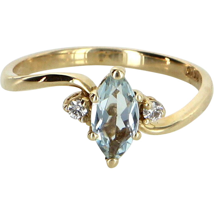 Aquamarine Diamond Small Cocktail Ring Vintage 14 Karat Yellow Gold Estate Jewelry