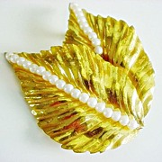 Signed Vintage MIRIAM HASKELL large brooch  Leaf & Simulated Pearls