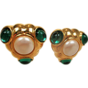 Vintage MONET Green cabochon with simulated pearls Huge clip on earrings - French design