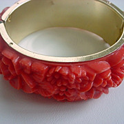 Vintage CHRYSANTHEMUM celluloid hinged bangle bracelet