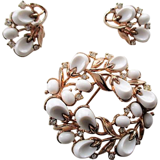 Vintage 1956 Signed TRIFARI PEBBLE BEACH brooch and earrings set