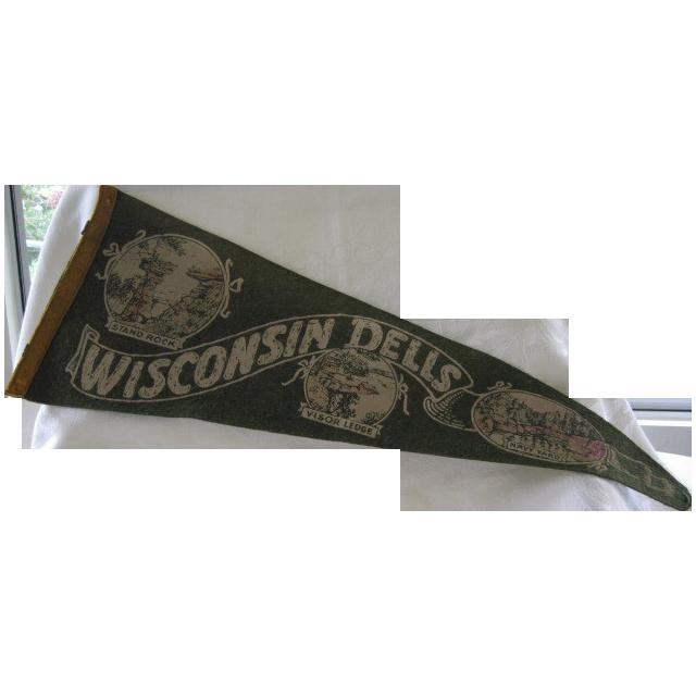 Vintage Souvenir Felt Pennant Wisconsin Dells