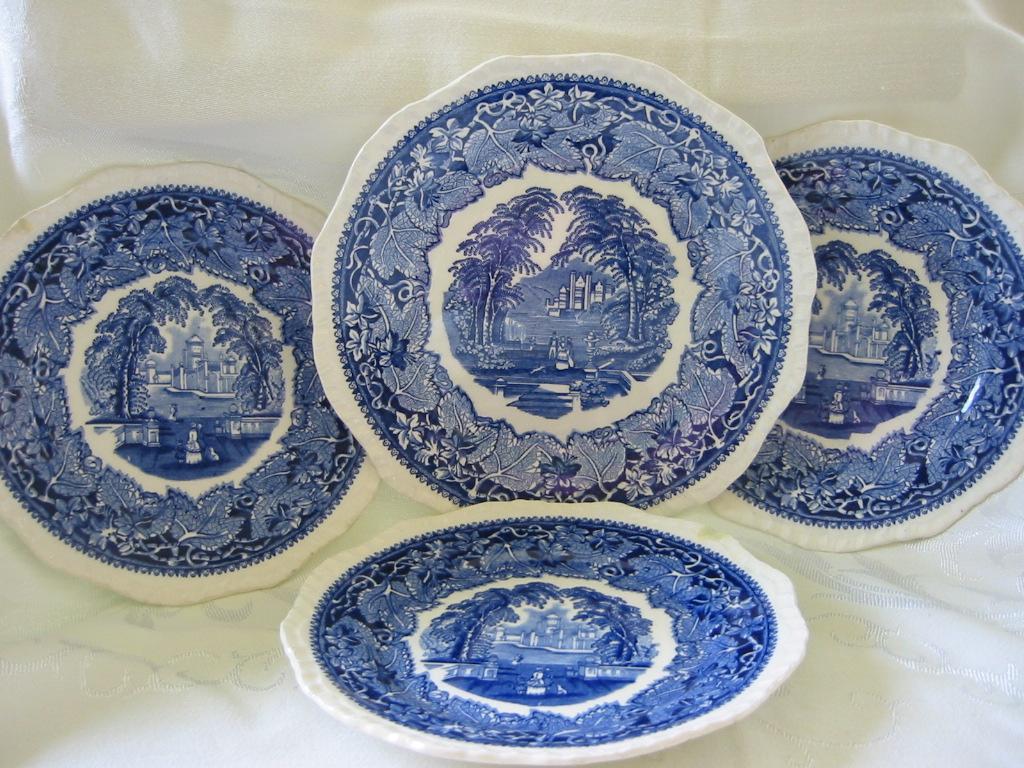 """Masons Blue and White Ironstone """"Vista"""" Pattern Plates"""