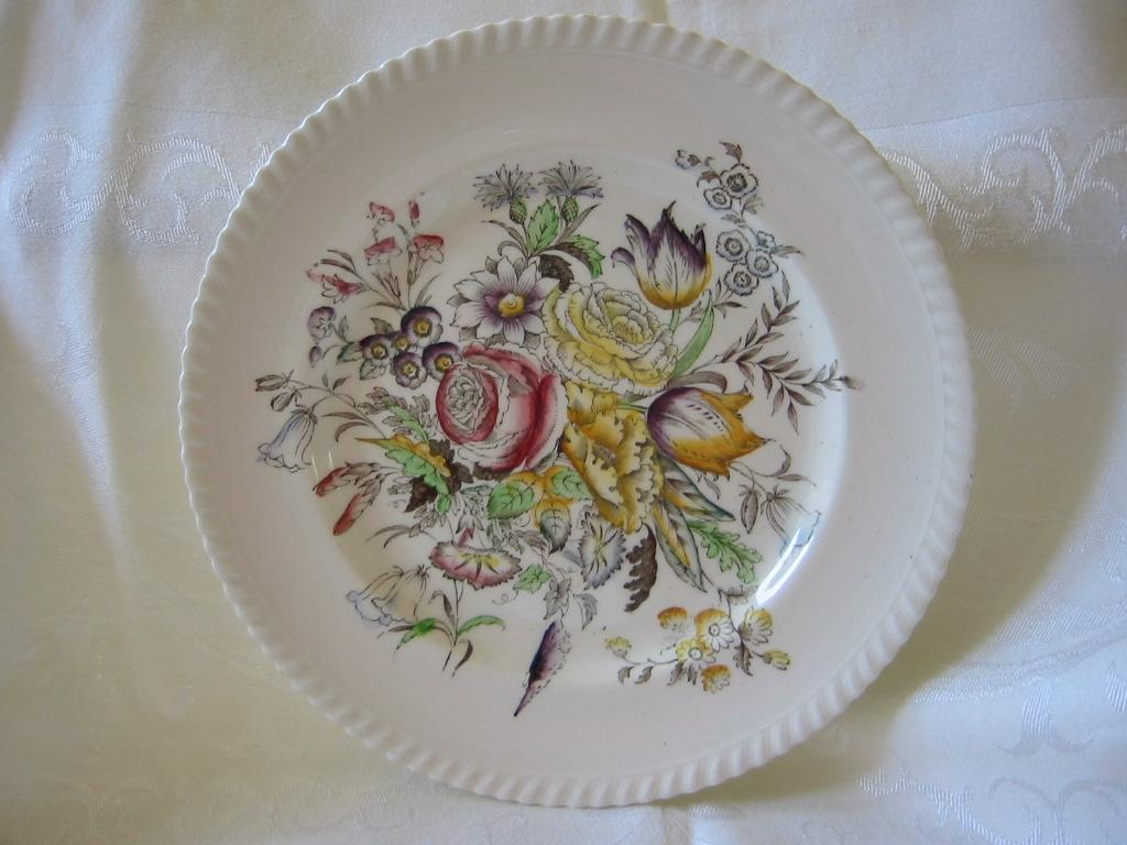 "Plate Johnson Bros. Pattern ""Garden Bouquet"""