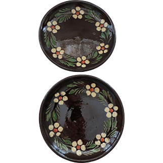 Pair of French brown hand painted Alsatian plates circa 1900 Eastern France