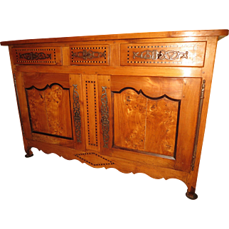 French Provincial carved Louis XV sideboard buffet, fruit-wood and burled elm, circa 1820