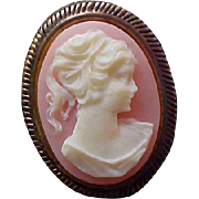 charming 1940's CAMEO Brooch