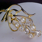 Fabulous TEARDROP (PEAR CUT) Diamante & Simulated Pearls Gold Plate Brooch