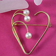 ART DECO Simulated Pearl Trio Heart Brooch