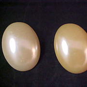 OLD HOLLYWOOD - Creamy Oval Simulated Pearl Clip Earrings