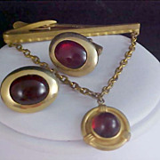 HICKOK Ruby Red Art Glass Cabochon Tie Clasp & Cuff Links - Gold Plate