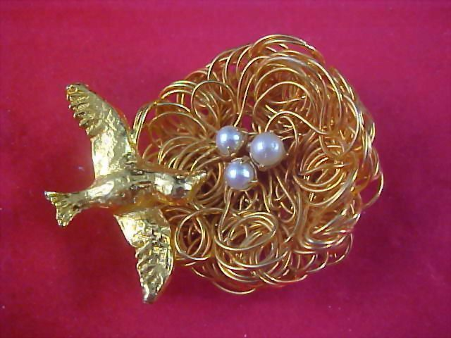 Gold Plate Bird ~  Gilt Gold  WIRE NEST ~Simulated Pearls Brooch - Unsigned Jeanne