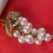 Massive GRAPE CLUSTER Simulated Pearls Gilt Gold Leaves Pendant & Chain