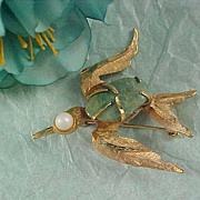 Dazzling Genuine TURQUOISE ~  BIRD  - Gold Plate & Faux Pearl Figural Brooch