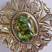 Free Ship~MID- Century  Dimensional Green Confetti Under Laminate Medallion & Chain Necklace