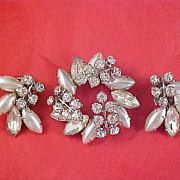 Glamorous Simulated Silver Marquis Pearls &  Diamante Dimensional Brooch & Clip Earrings