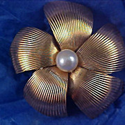 Beveled Ribbed Gold Plate~Simulated Pearl Brooch