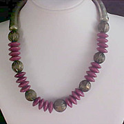 PEWTER Metal & MAGENTA Lucite Bead Necklace/Choker