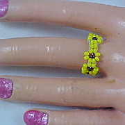 Native American Hand Crafted Yellow & Black Bead Ring - sz 9
