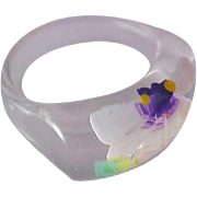 1950's Acrylic Fashion Ring~Clear Celluloid & Hand Painted Purple & White Floral~Size 6 3/4