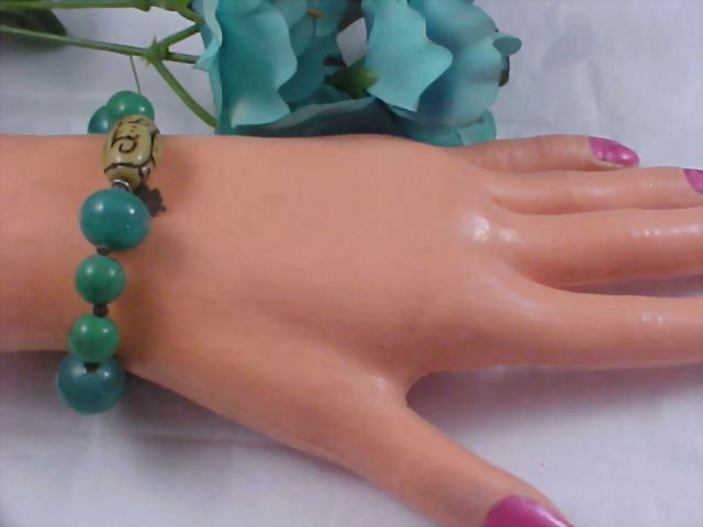 Charming Peking Jade Glass & Alabaster Glass Expandable Bracelet
