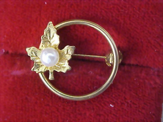 Simulate Pearl~Gilt Gold Oak Leaf Circular Brooch