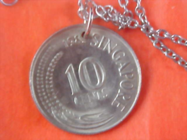 1984 SINGAPORE 10 Cent Coin Medallion & Chain Necklace