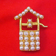 Simulated Pearl WISHING WELL Gold plate Brooch