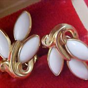CROWN TRIFARI - Milk White Glass Clip Earrings
