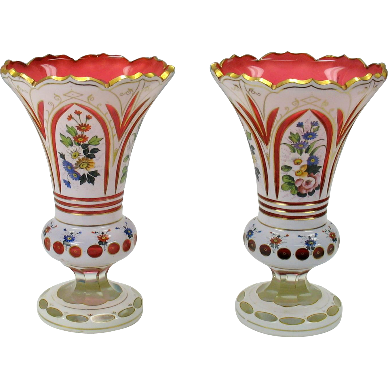 Pair cranberry bohemian overlay glass vases with for Deco pour vase transparent