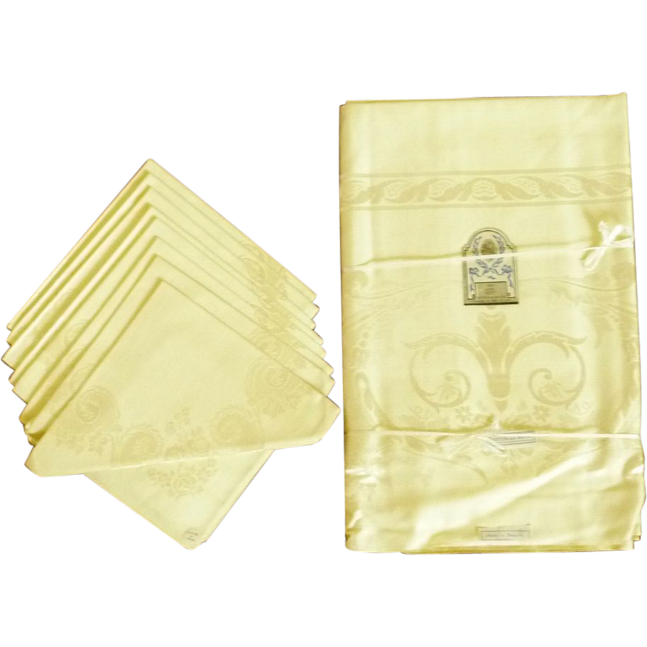 Soft Yellow Rose Scroll Damask Tablecloth and 8 Napkins