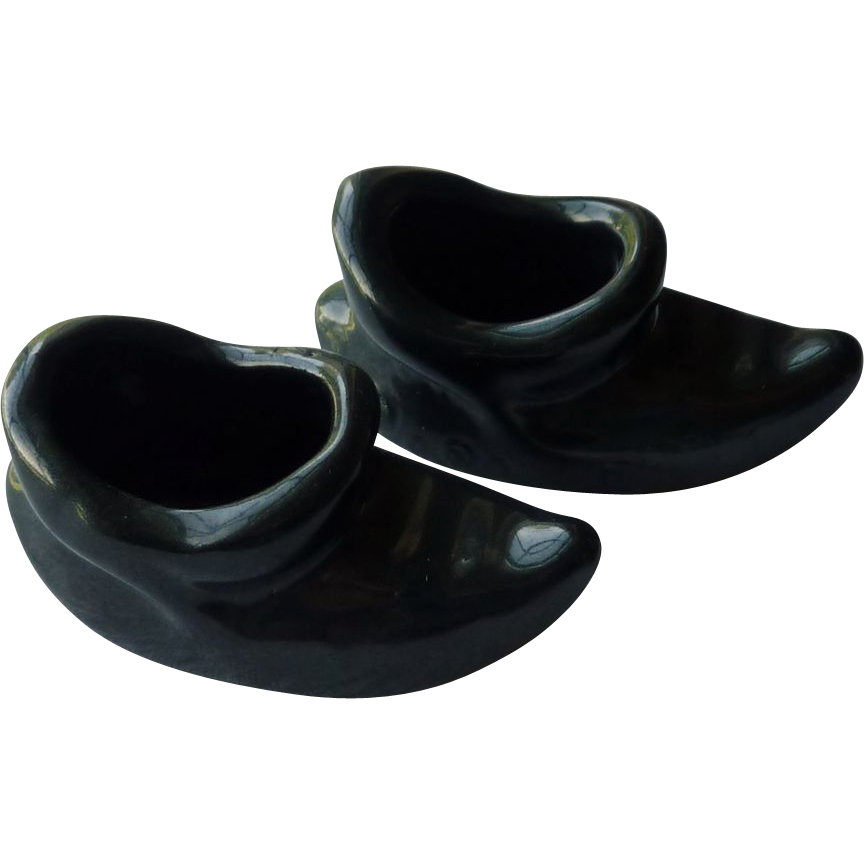 Small Black Pair of Toe Turned Up Slipper Shoes