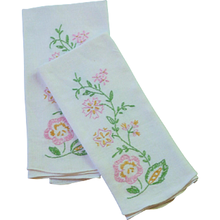 Set of 2 Embroidered Flower White Hand Towels