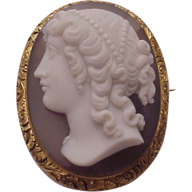 English 15 Ct. Gold and Chalcedony Cameo Pin / Pendent - Circa 1875.