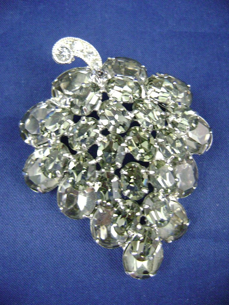 "Vtg Signed WEISS ""Black Diamond"" Rhinestone Bunch of Grapes Brooch"