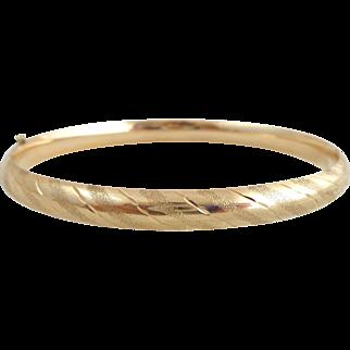 Estate 14K Gold Etched & Diamond Cut Accents Hinged Bangle Bracelet