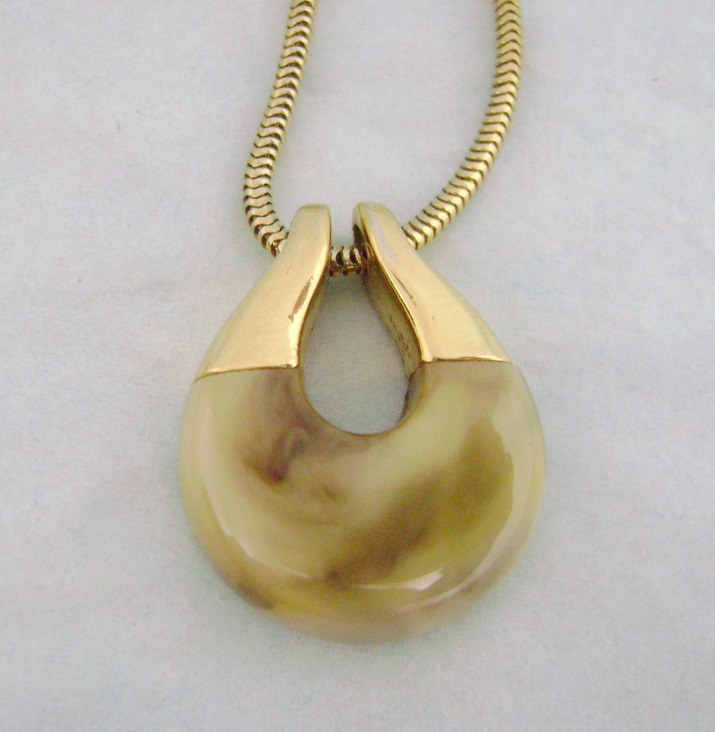 Vintage TRIFARI Mod Marbled Lucite Necklace